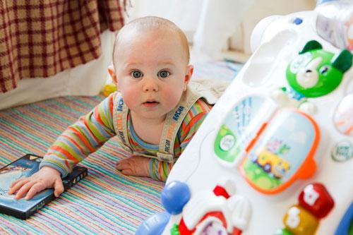 Ketika Bayi Mulai Belajar Merangkak