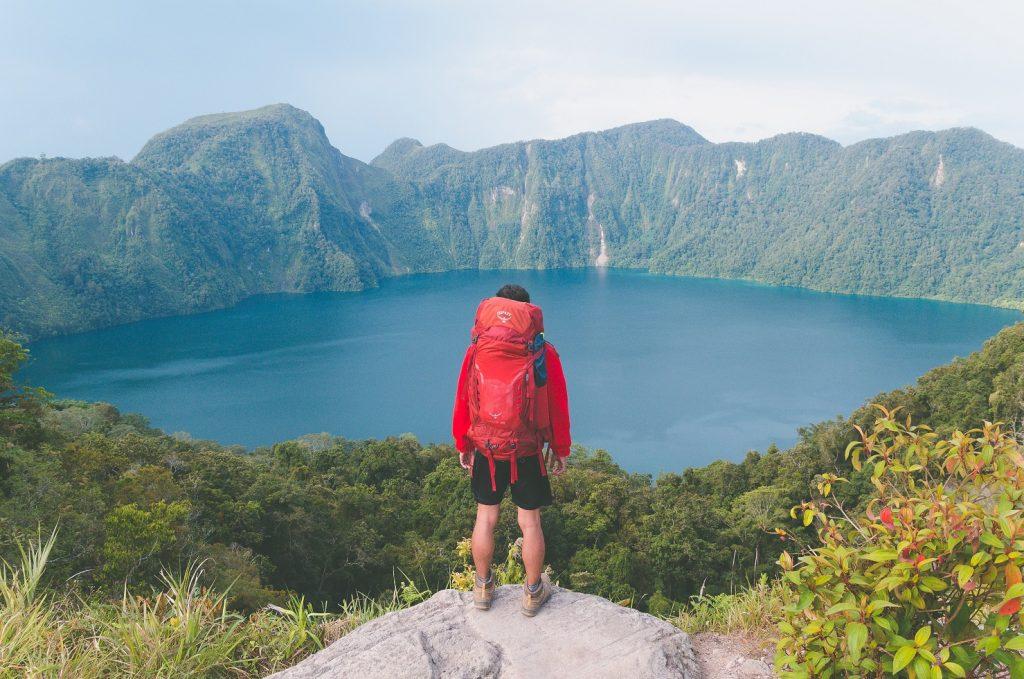 Hobi traveling atau naik gunung? Buka peluang bagi hobimu menjadi bisnis dengan membangun relasi dengan penyedia layanan setempat, supaya kamu bisa memulai usaha open trip atau tour guide ke sana!