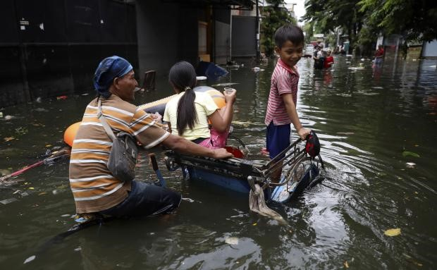 Alasan untuk Tidak Membiarkan Anak Bermain di Air Banjir